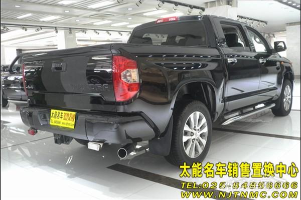 品牌型号: 丰田坦途 上牌时间: 未上牌 交易报价: 56.8万 车体颜色: 黑色 车辆参数信息 排 气 量: 5.7L 保险等费用:全 是否有事故:无 车辆描述: 全新款丰田坦途皮卡是一款很适合长途旅行的代步工具,它受到一度追捧的原因在于它的多功能性--集合了SUV的越野性能、卡车的载货能力、以及轿车的舒适性。丰田TUNDRA外形设计具有明显的美式风格,宽大的进气格栅几乎占据了整个车头部,与边角略微上扬的车灯组成了近似牛头的图案。TUNDRA的设计还是更为接近于工作用卡车,所以它的尾箱也没有设计可以用于